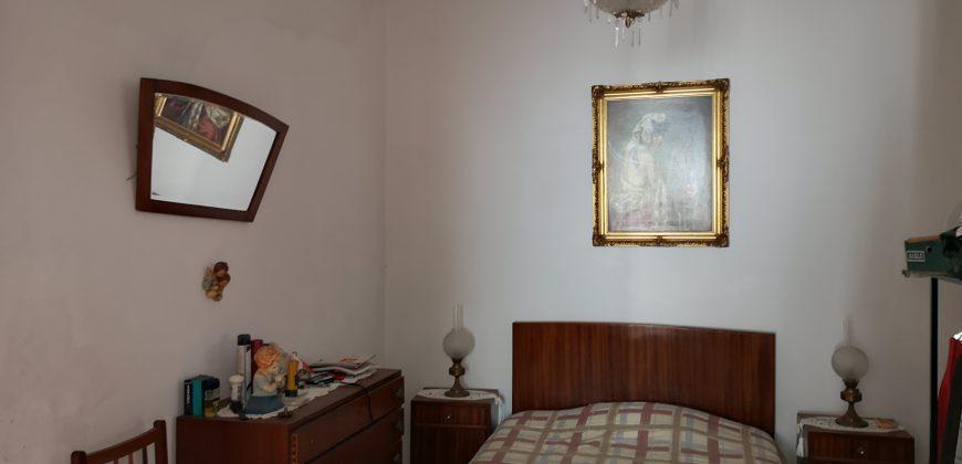 Moradia na Vila da Fuseta com Quintal e Gargem