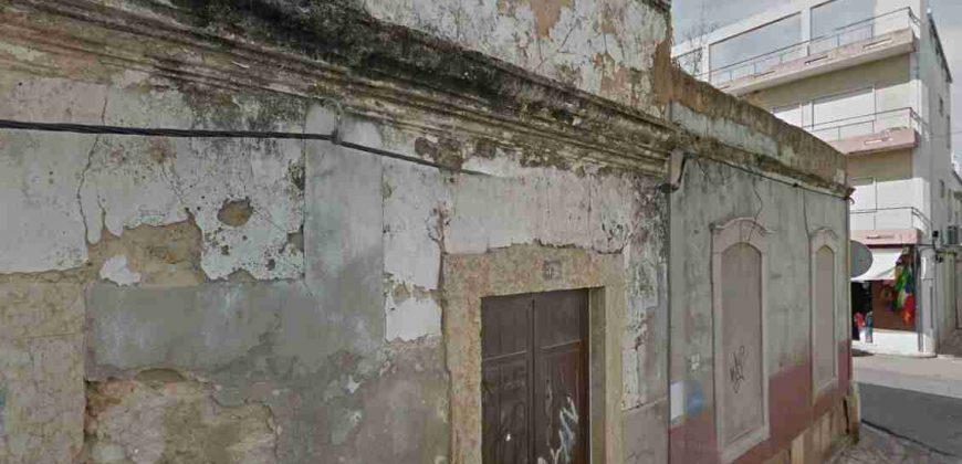 Ruína no centro histórico da vila piscatória da Fuseta.