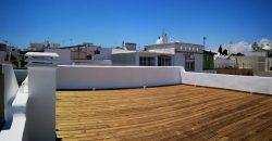Fabuleuse Villa T5 vient de rénover dans le centre de Fuseta avec deux étages.