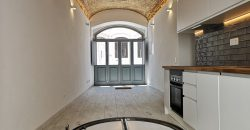 Fabulosa Moradia T5 acabado de ser renovado no centro da Fuseta com dois pisos.