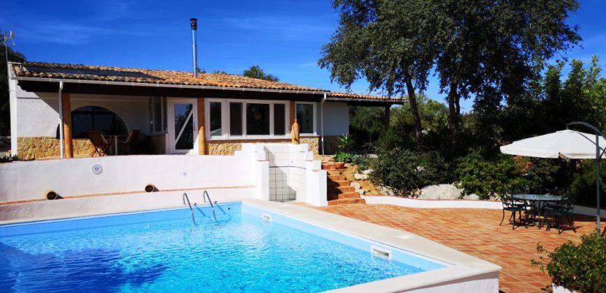 Moradia com 2 quartos, piscina e vista mar