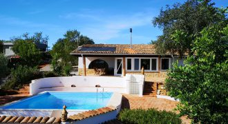 Villa with 2 bedrooms, swimming pool and sea view