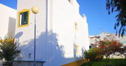 Moradia T3 geminada com arquitetura moderna