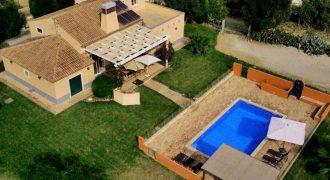 Moradia excecional com 4 quartos e piscina