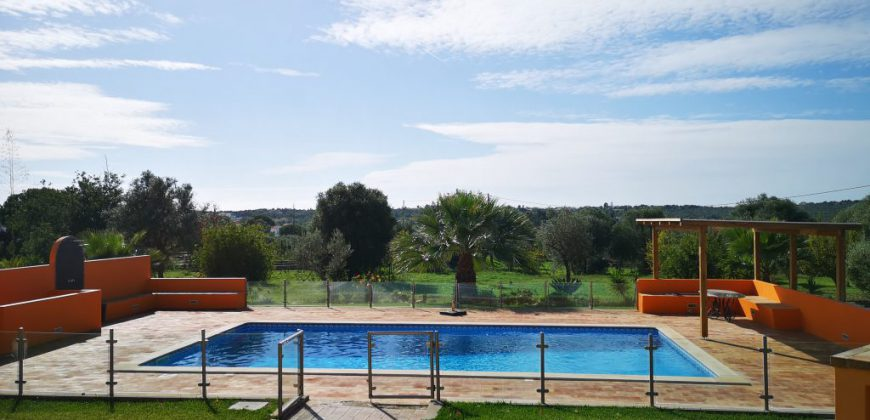 Exceptional villa with 4 bedrooms and swimming pool